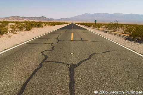 desert, deserted, highway, road, empty, desolation, desolate, heat, day, hot, roasting, landscape, death valley, barstow, california, nevada, travel, photography, pictures, fotos